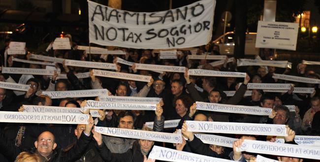 Tassa di Soggiorno: gli albergatori in corteo a Riccione ...