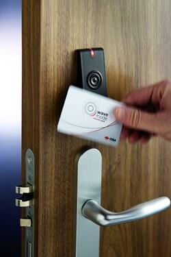 Nuove porte delle camere con serratura elettronica a prossimità